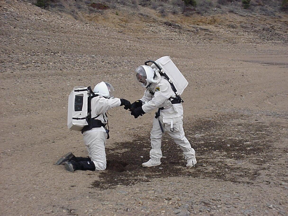 astronaut suit on mars - photo #18